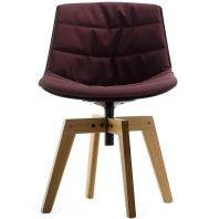 MDF Italia Flow Chair gestoffeerde stoel met eiken onderstel