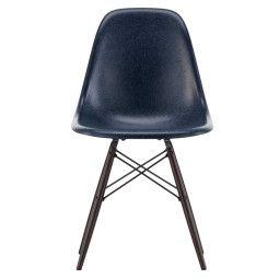 Vitra Eames DSW Fiberglass stoel met esdoorn donker onderstel