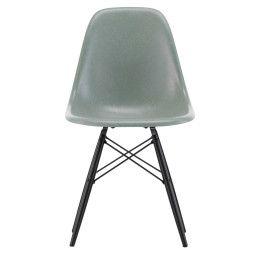 Vitra Eames DSW Fiberglass stoel met esdoorn zwart onderstel