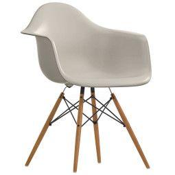Vitra Eames DAW stoel met geelachtig esdoorn onderstel