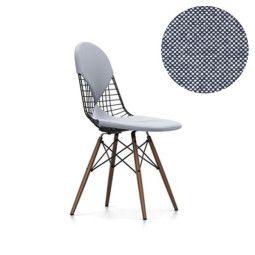 Vitra Eames Wire Chair DKW-2 stoel met donker esdoorn onderstel