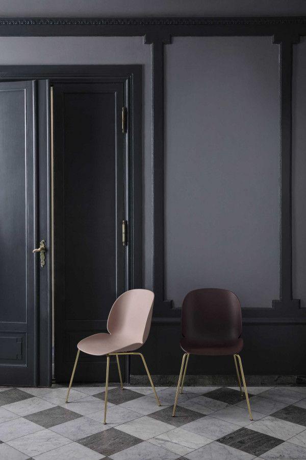 Gubi Beetle stoel met zwart chroom onderstel