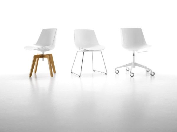 MDF Italia Flow Chair stoel met naturel eiken onderstel