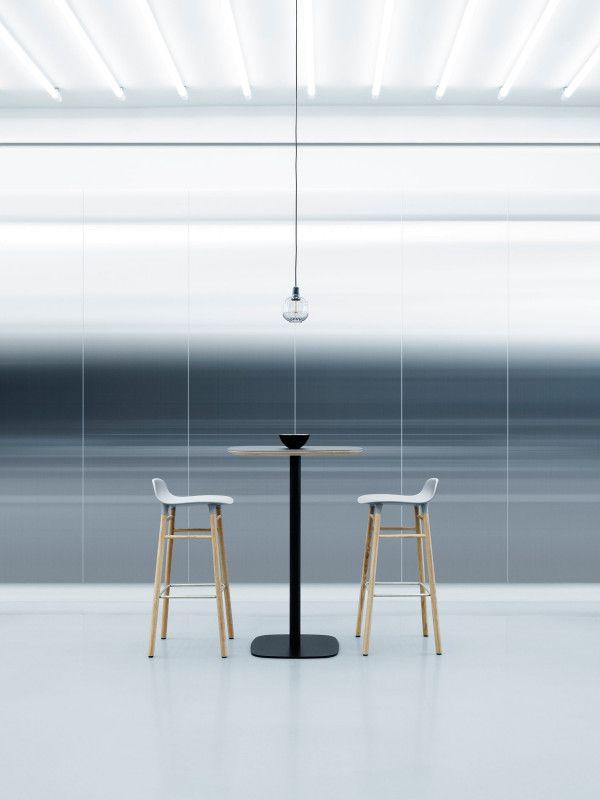 Normann Copenhagen Form Barstool barkruk 75cm met eiken onderstel