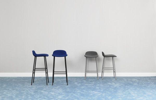 Normann Copenhagen Form Barstool stapelbare barkruk 65 cm met gelakt onderstel