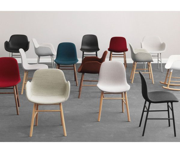 Normann Copenhagen Form Chair gestoffeerde stoel met stalen onderstel