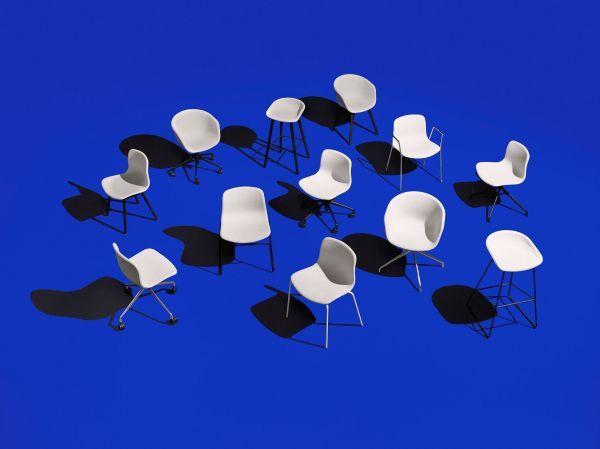 Hay About a Chair AAC16 stoel met chroom onderstel