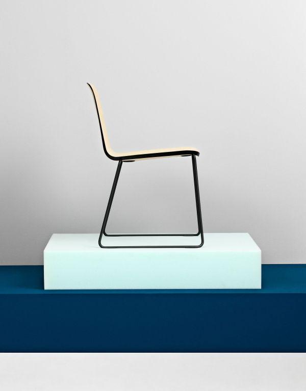 Normann Copenhagen Just Chair stoel met zwart onderstel