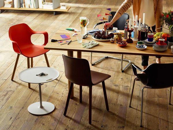 Vitra Hal Armchair Wood stoel donker eiken onderstel