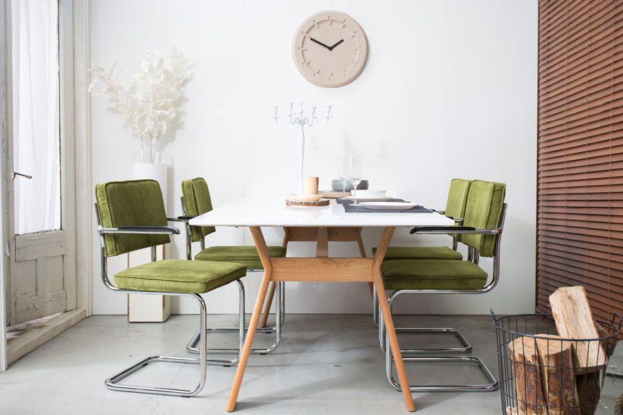 https://www.flinders.nl/media/wysiwyg/Magazine/Kleur-greenery/kleur-2017-greenery-zuiver-stoelen-900x600.jpg